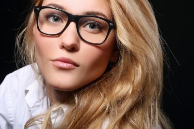 Někomu brýle sluší, jiný se lépe cítí s čočkami