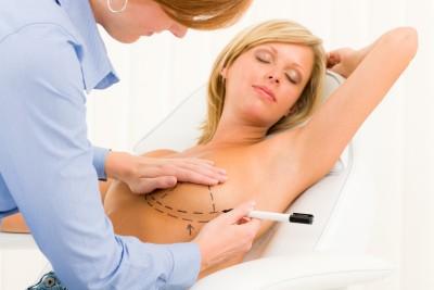 Je spokojenost s vlastním tělem důležitá i za cenu operace?