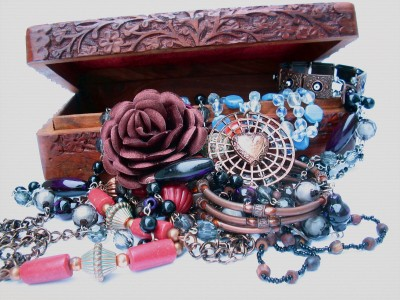 šperky ve šperkovnici